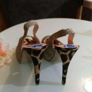 Guess Shoes - 🌼Guess Peep Toe Pump🌼